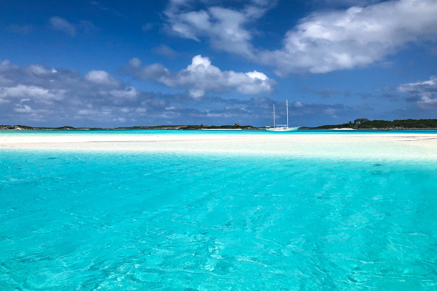 Staniel Cay Sand Bar Bahamas is a stunning stretch of white sand, hidden by the rising tide it is located in the Exuma Cays at Pipe Creek, between Compass Cay and Staniel Cay.