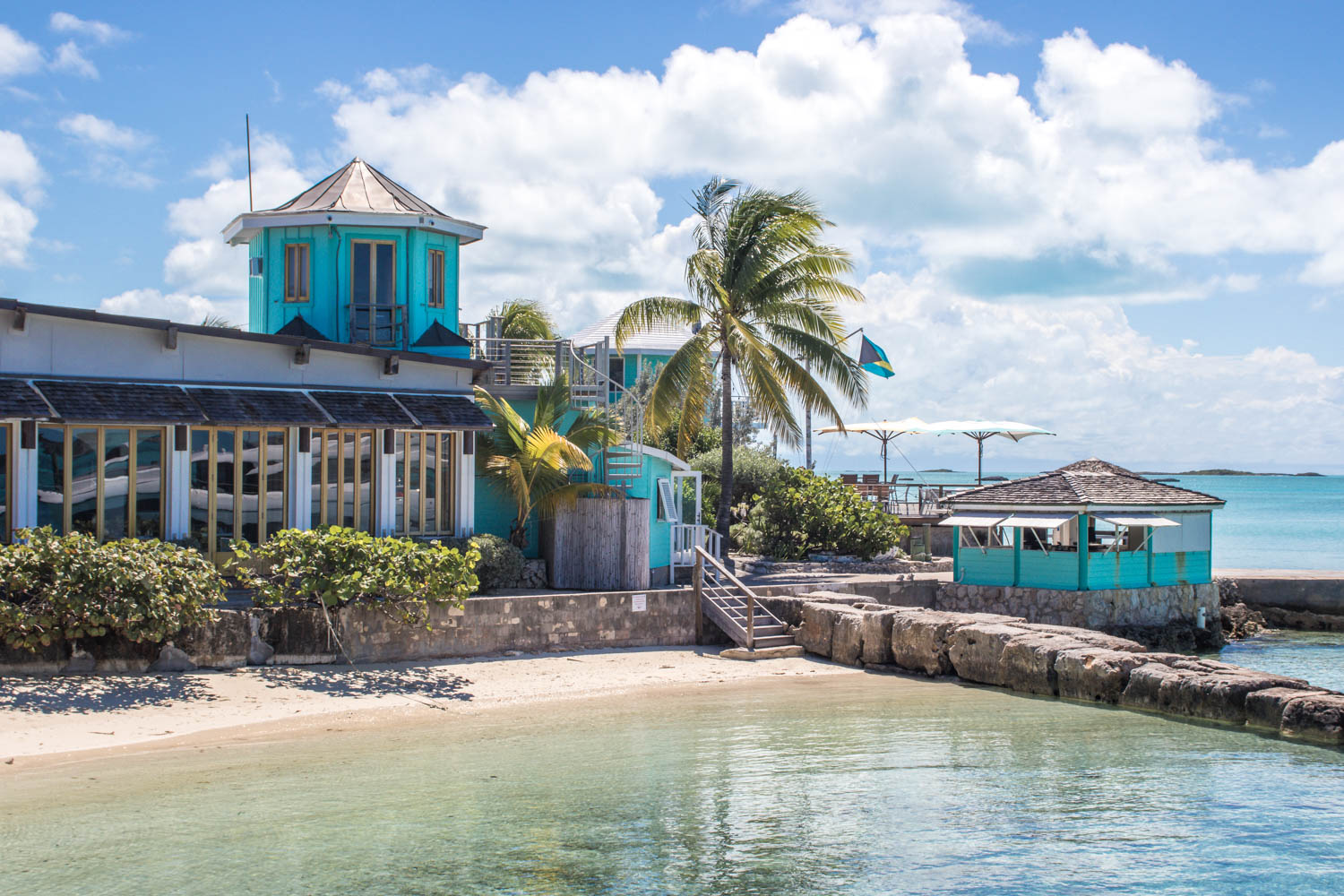 Staniel Cay Yacht Club Bahamas is a luxury hotel in the Exumas Staniel Cay and located close to the Bahamas Swimming Pigs at Big Major Cay