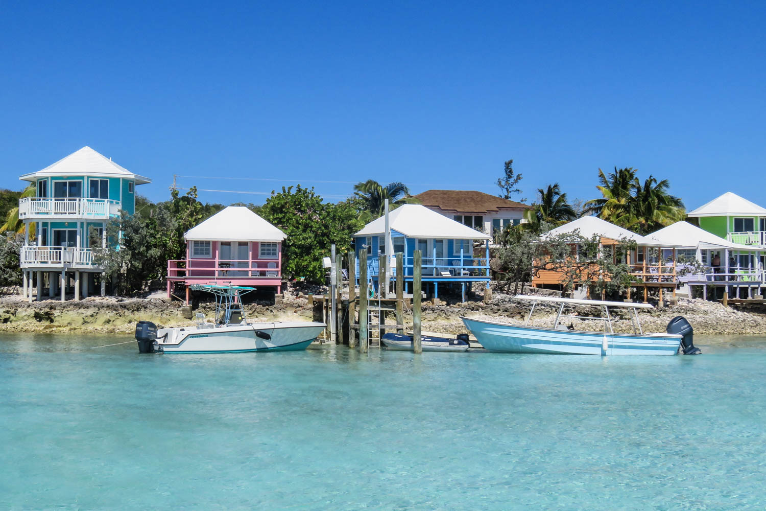 Staniel Cay Yacht Club villas are multi colored and water front with ocean views they also each have their own jetty and boat service. Staying at the Staniel Cay Yacht Club Bahamas SCYC is a convenient clocation to visit the Bahamas Swimming Pigs.