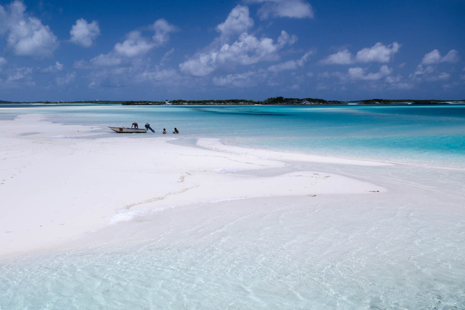 Sand bars like this appear at low tide and reveal a hidden oasis. On any nassau to Exuma day trip, you can take Exuma excursions from Nassau to the sand bars.
