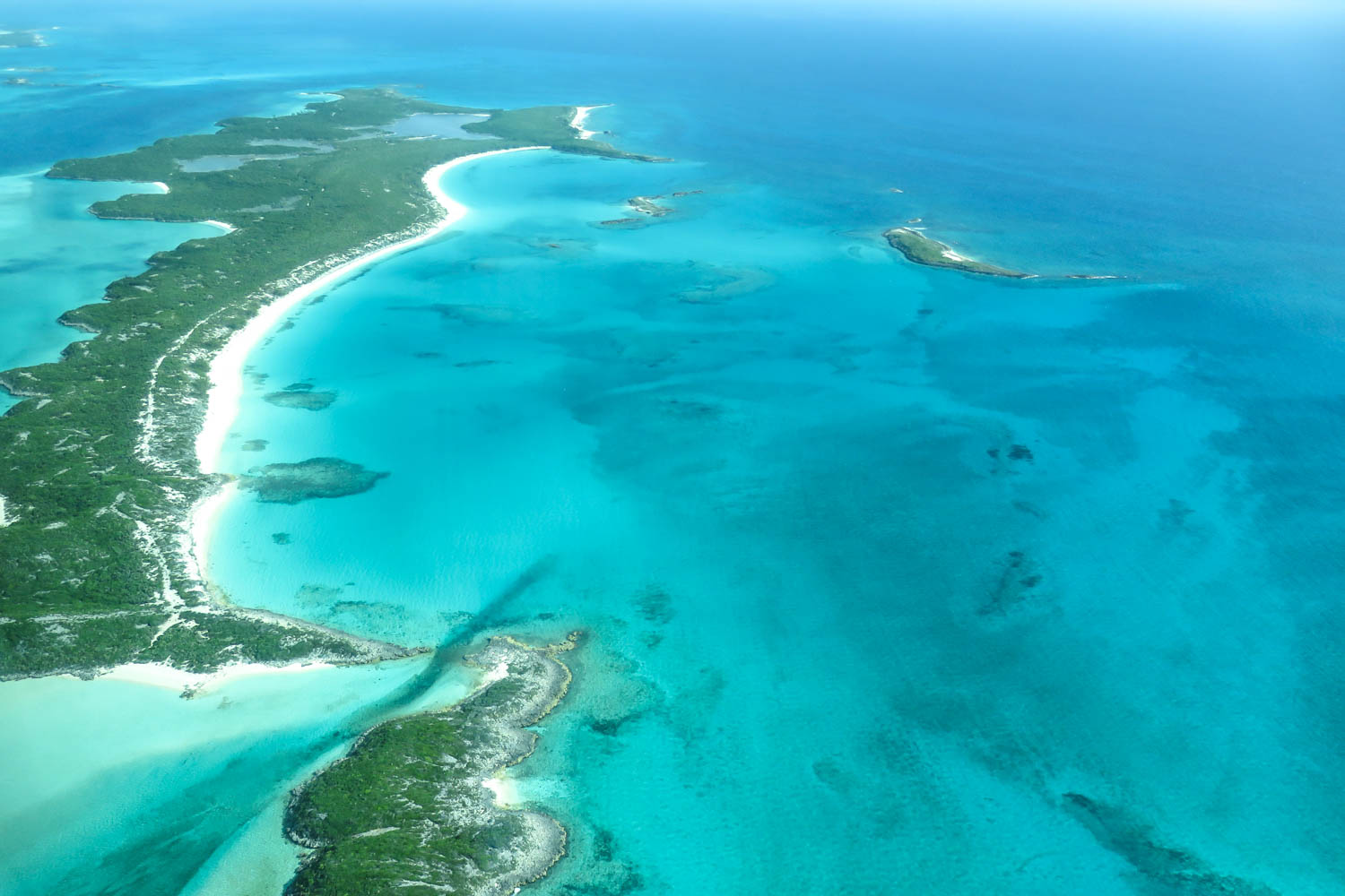 Flights to Big Major Cay Exuma Bahamas. Flying across the stunning views of the Exuma Cays chain of island. Fly from Nassau or Miami direct to Pig BEach Big Major Cay